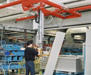 Production of office furniture: double-girder suspension crane with a vacuum spreader to pick up and turn coated particle board through 90 degrees