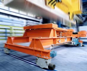 Travel unit combination with offset geared motors and DRS wheel blocks: rail-guided trolley for the transport of aluminium bars at ground level.