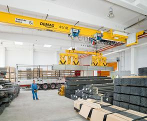 EKKE overhead travelling crane with two DR-Pro 4-tonne rope hoists