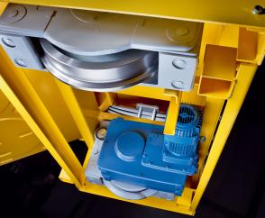 Compact travel units with high load capacity: installed in a trolley for aluminium chargiing buckets